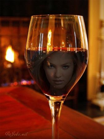 Fotomontajes en una copa de vino